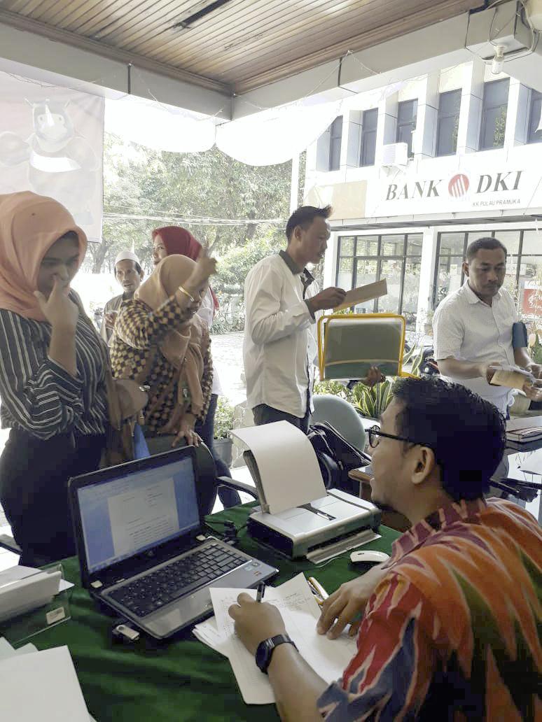 'Petugas pelayanan pedaftaran Pengadilan Agama Jakarta Utara memberikan pelayan pendaftaran kepada para pencari keadilan''